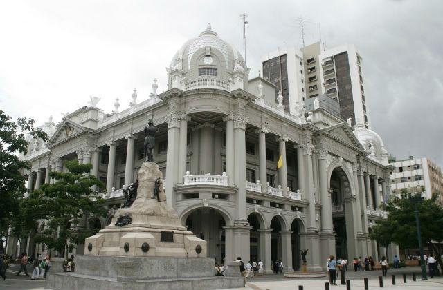 Las siete maravillas de guayaquil vistazo for Casas municipio guayaquil
