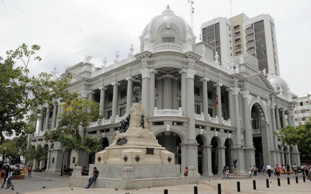 Parques y plazas de guayaquil vistazo for Casas municipio guayaquil