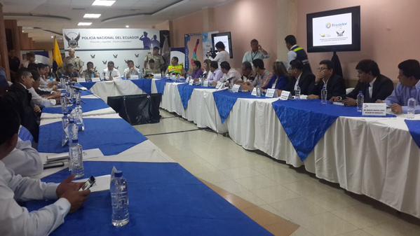 Due os de locales de diversi n nocturna de guayas piden for Ministerio del interior horario de atencion