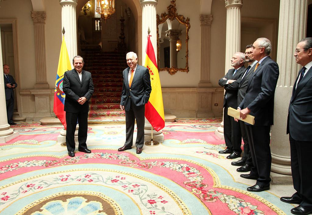 Ministros de espa a y ecuador dialogan sobre exenci n de for Ministros de espana