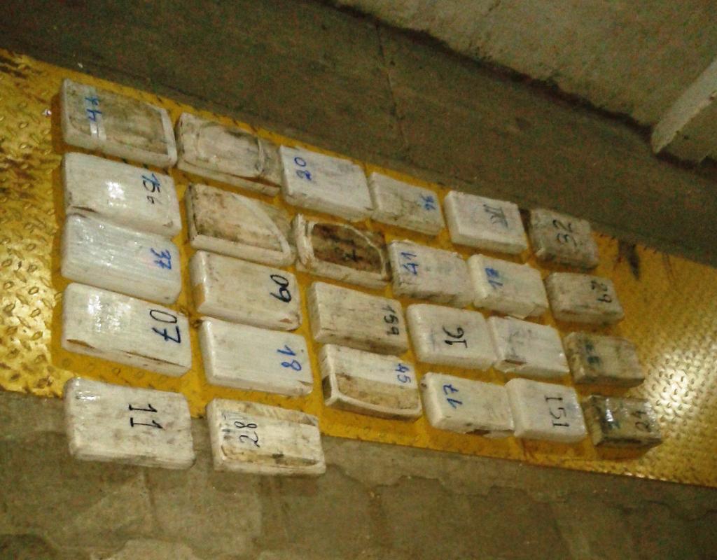 En el puerto de guayaquil decomisan 63 kilos de coca na for Ministerio del interior en guayaquil