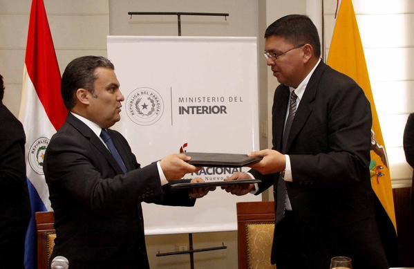 Paraguay y ecuador firman acuerdo de cooperaci n en for Ministerio del interior ecuador