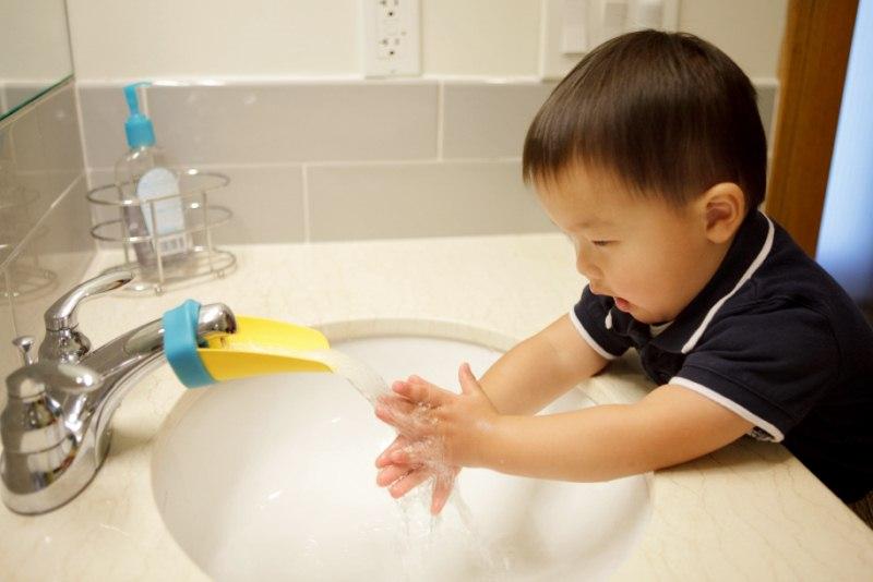 Así se ven los microbios en las manos de un niño | Vistazo