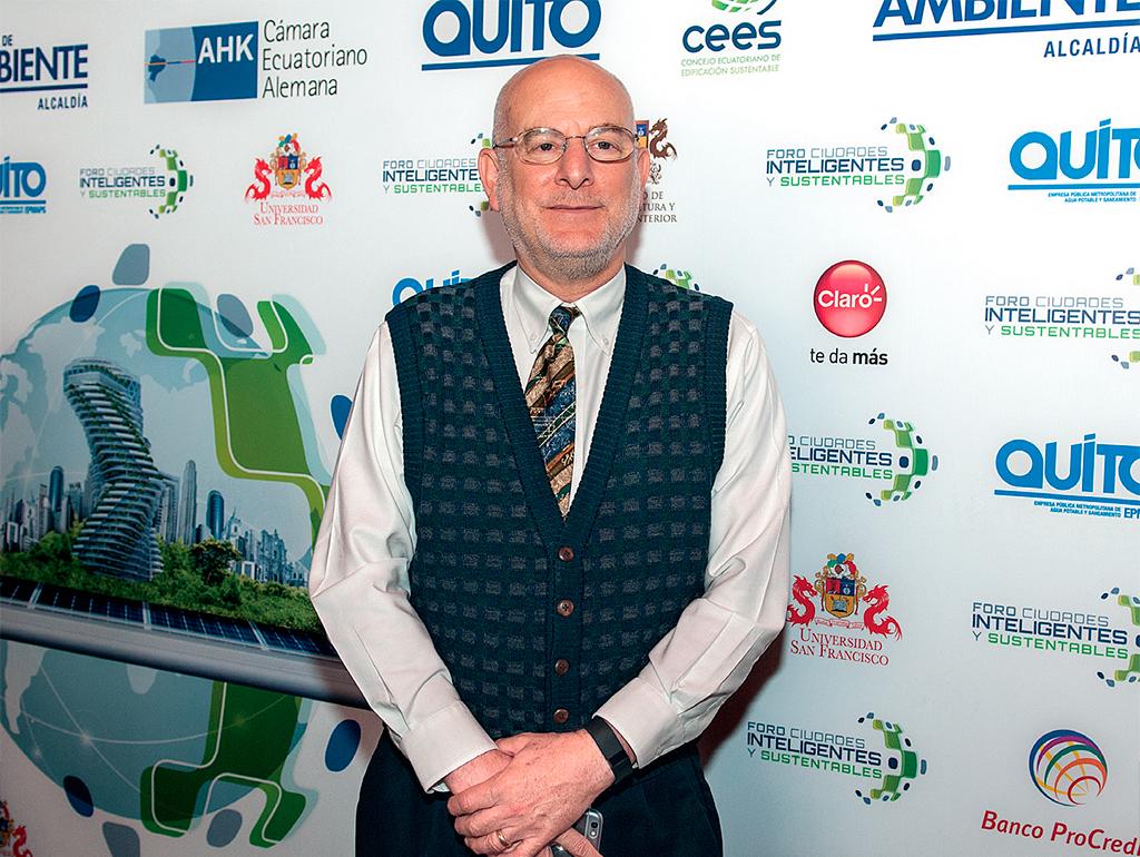 """Paul Zykofsky participó en el foro """"Ciudades inteligentes y sustentables"""", realizado en Quito."""