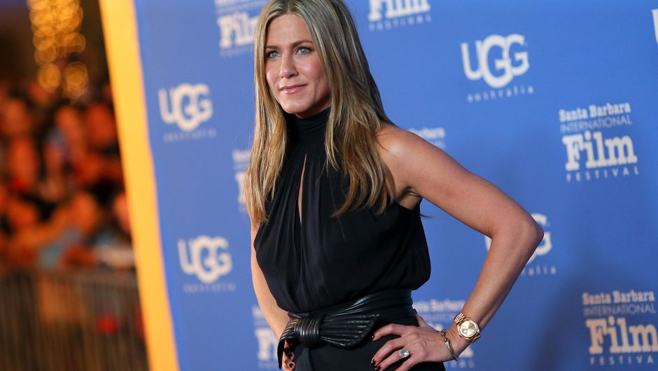 La estrella de Friends, Jennifer Aniston, fue enfocada mientras se secaba las lágrimas.