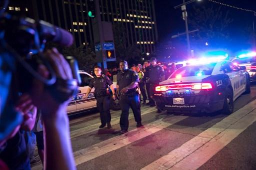 Muerte 5 policías conmociona EU; reservista negro sería autor tiroteo