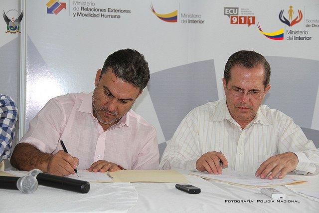Firman acuerdo para erradicar el contrabando vistazo for Ministerio del interior llamados 2016