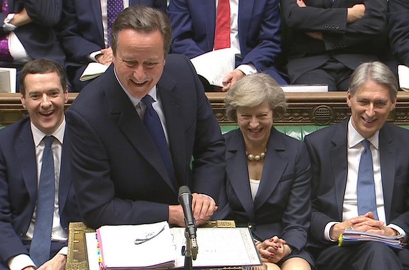 La reina Isabel II nombrará oficialmente a la conservadora May