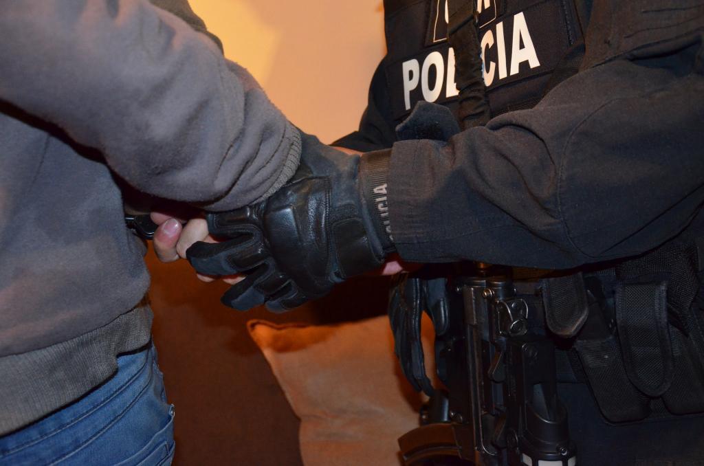 Cinco personas detenidas durante un operativo en guayaquil for Ministerio del interior en guayaquil