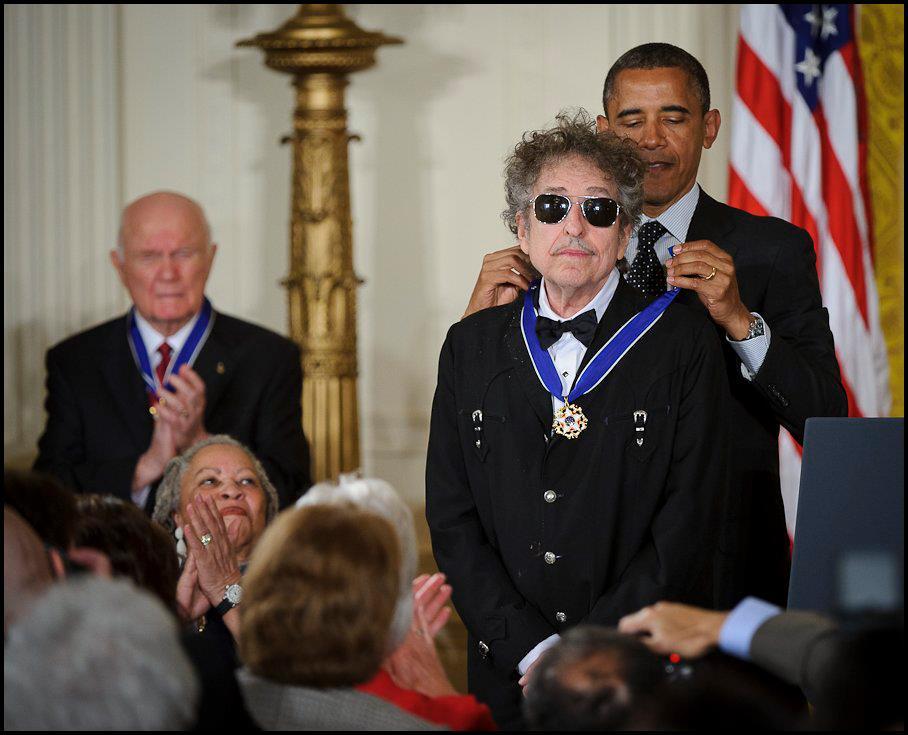 En 2012 Bob Dylan recibió la Medalla de la Libertad, otorgada por el Presidente Barack Obama, en EE.UU. Foto: Wikimedia