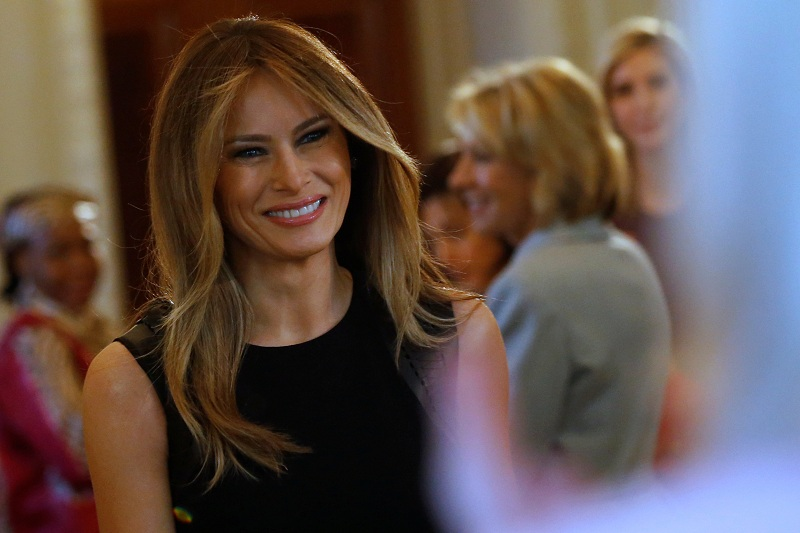 Develan primer retrato oficial de la Primera Dama