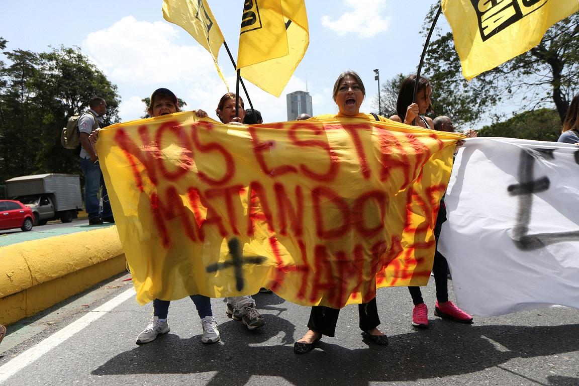 Evo Morales hará reposo de voz tras