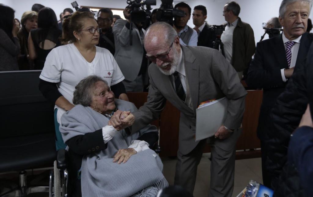 C. Anticorrupción recibe sentencia, que se declara extinta