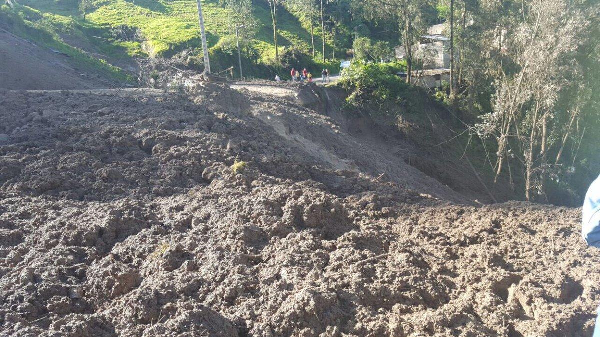 Al menos siete muertos causa deslave en poblado de Ecuador
