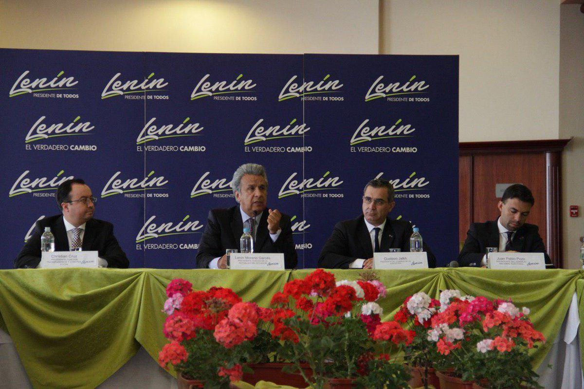 Lenín Moreno se reúne con autoridades y funcionarios