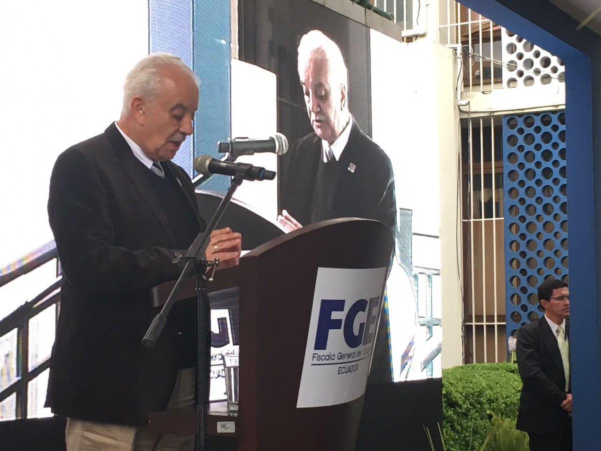 Asamblea posesiona a Carlos Baca Mancheno como fiscal