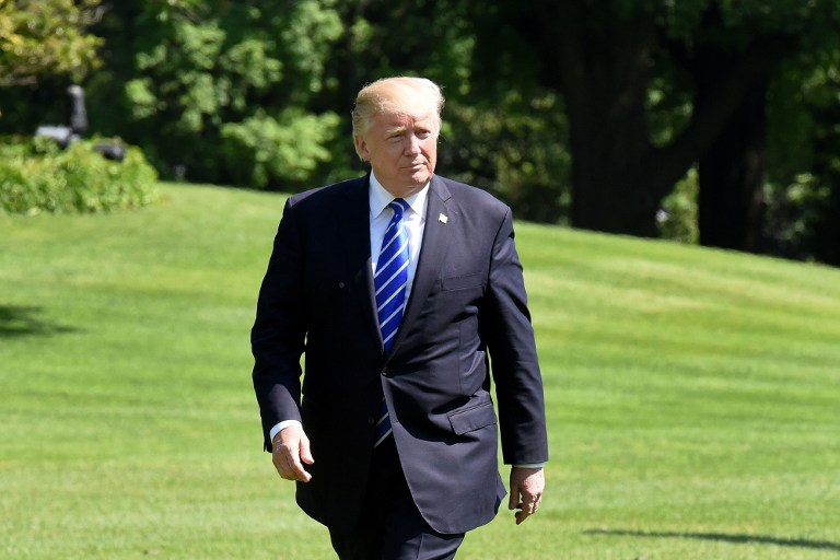 Trump dijo a Rusia que despidió a director del FBI por