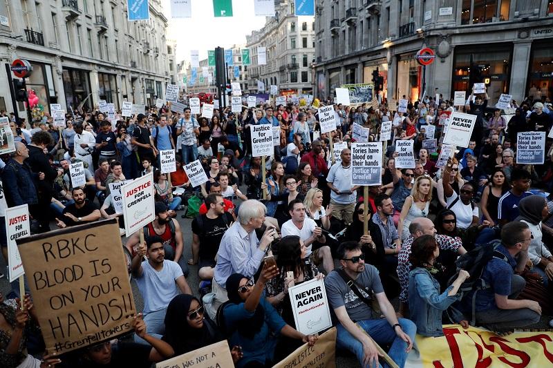 Aumentan a 58 los muertos por incendio en Londres