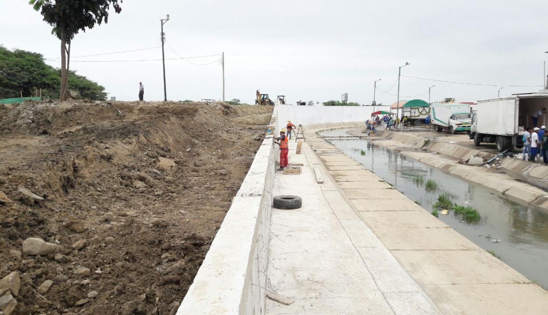 Ecuador detiene construcción del muro en la frontera de Perú