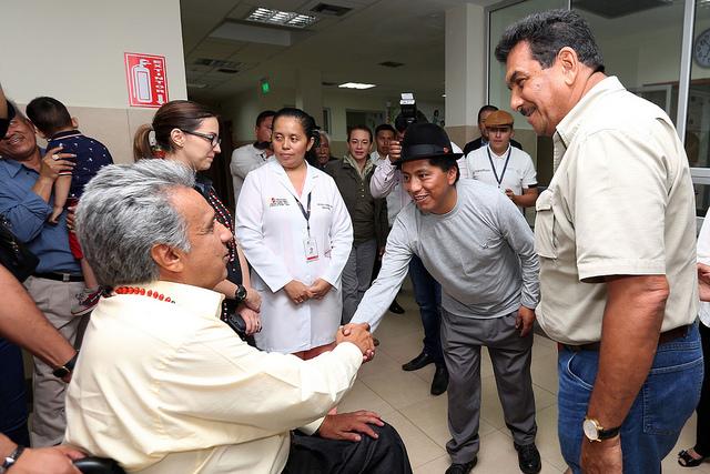 Moreno firmó el primer decreto para entregar 5.000 bonos