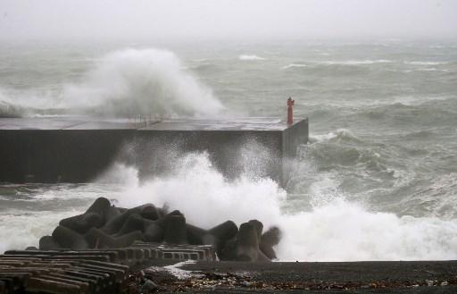 Tifón Noru toca tierra en oeste de Japón