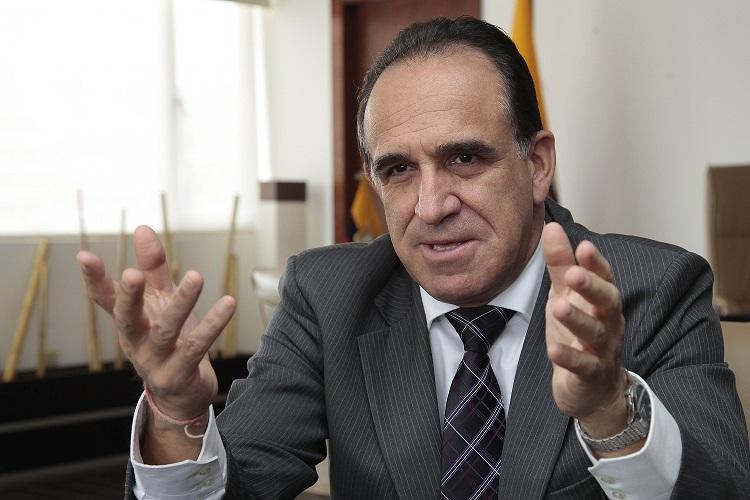 Investigan a exministro de Ecuador por defraudación tributaria