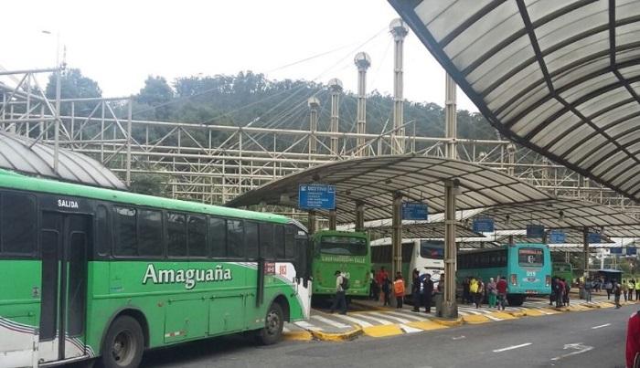 Caos en Quito por falta de buses, 10 detenidos