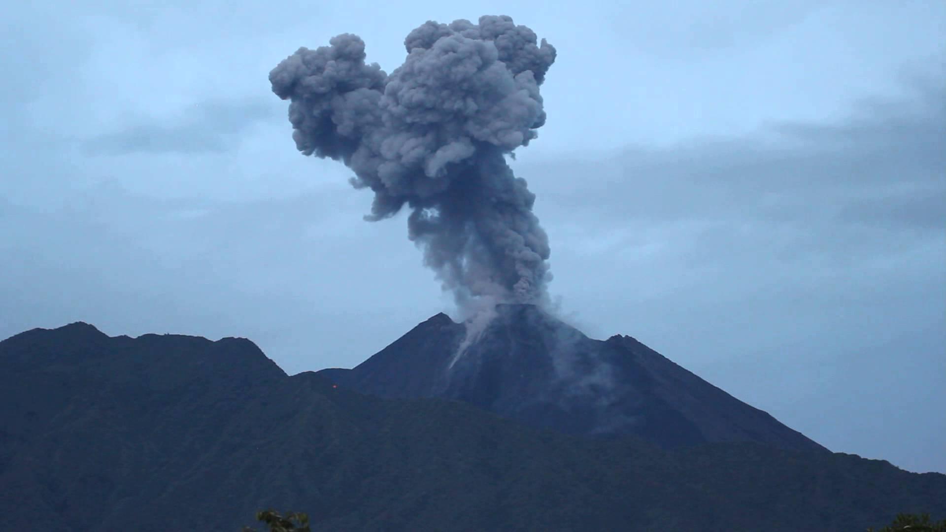 Volcán Reventador mantiene actividad eruptiva alta