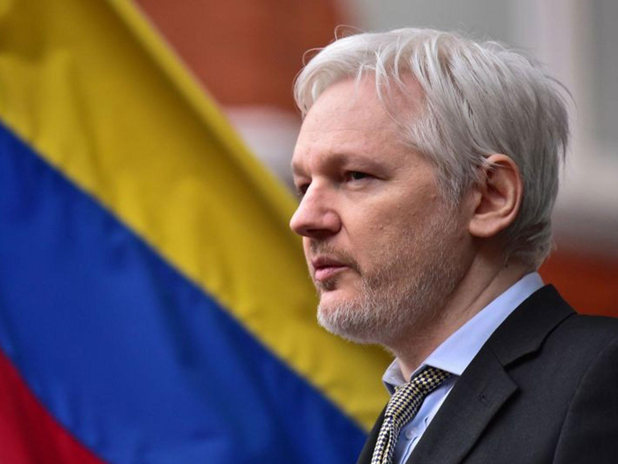 Assange seguirá en embajada ecuatoriana