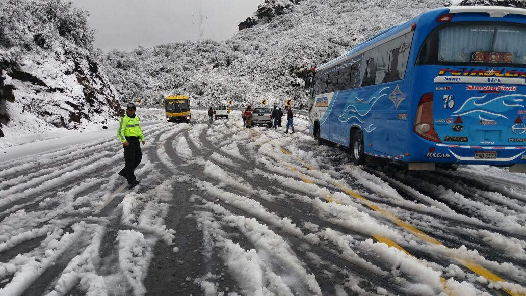 Otra nevada visita a la vía Pifo-Papallacta