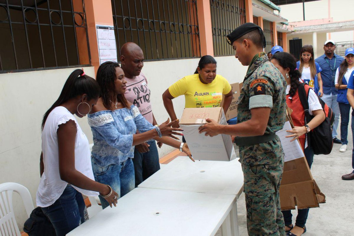 Ecuador realiza simulacro de voto para consulta popular