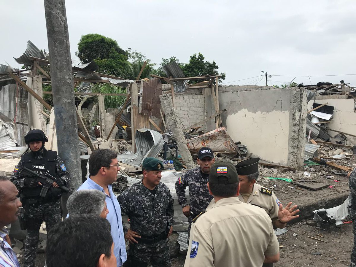 Heridos leves tras explosi n cerca de edificio policial for Twitter ministerio del interior ecuador