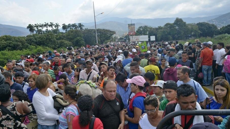 Colombia anuncia más controles fronterizos con Venezuela