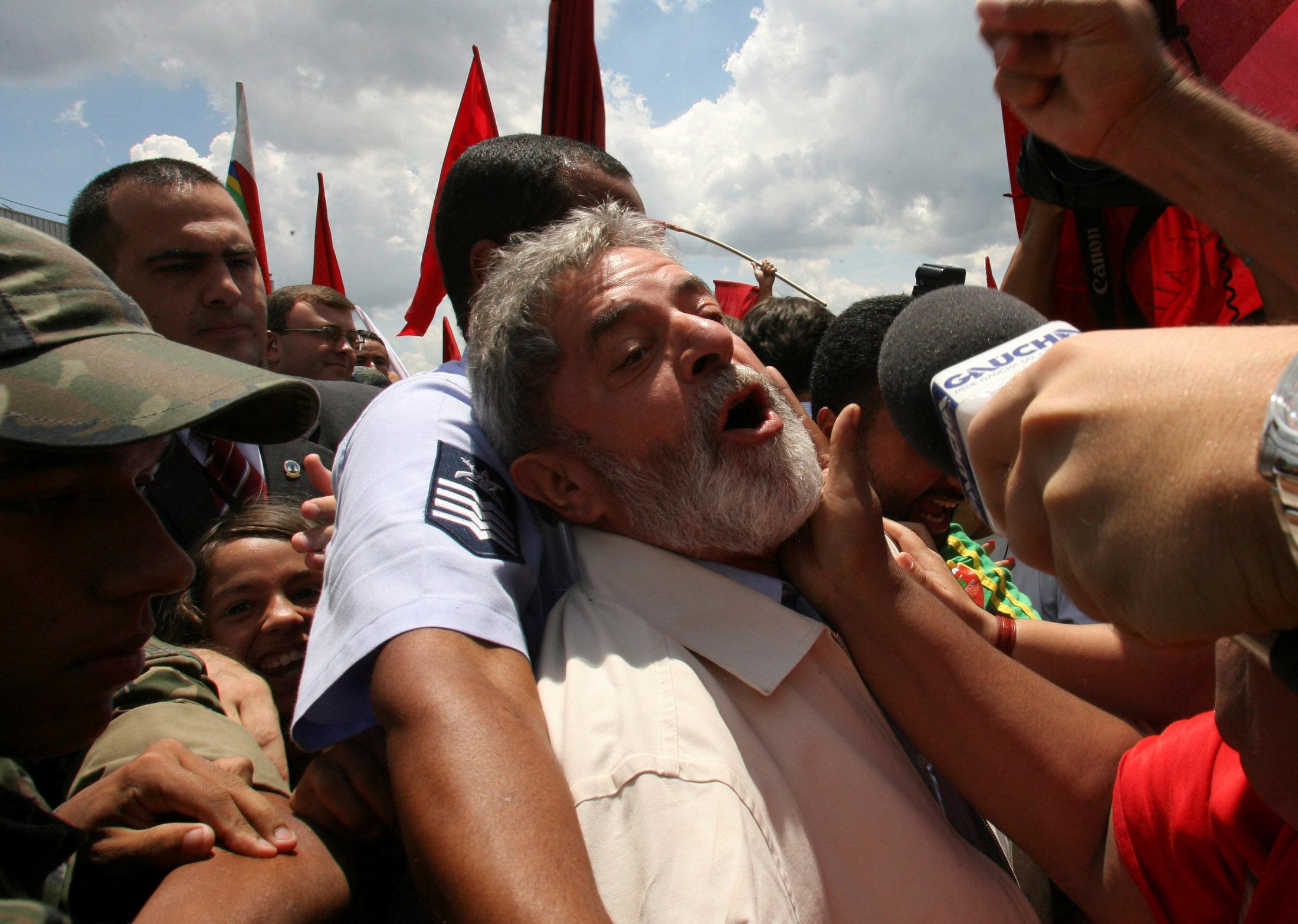 Vence plazo de entrega a Lula; continúa refugiado sindicato