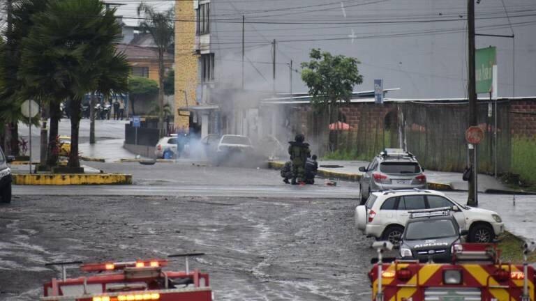 Con explosión controlada detienen amenaza de bomba en Ecuador