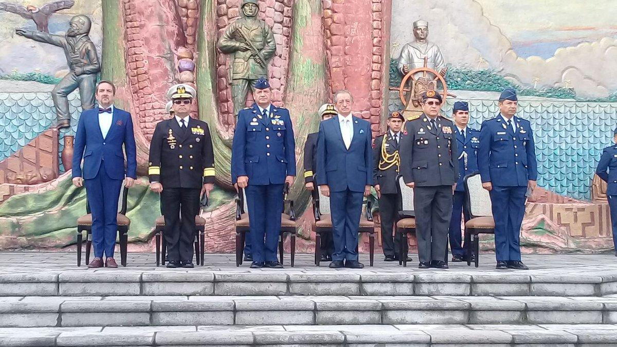 Nuevo ministro de Defensa ofrece preservar paz en Ecuador