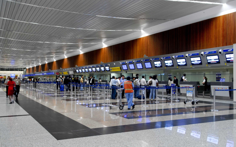 Reciben pasaporte para que libanés siga viaje desde Ecuador | En el Mundo