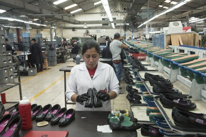 a280a67f Zapatos ecuatorianos, con un mercado cuesta arriba | Vistazo