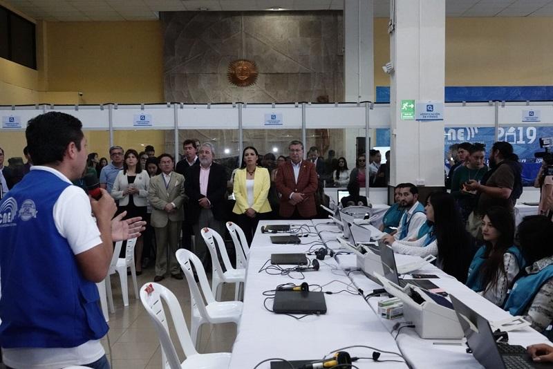 El escrutinio de votos comenzará con las actas de alcaldes y seguirá con las de prefectos. Foto: CNE