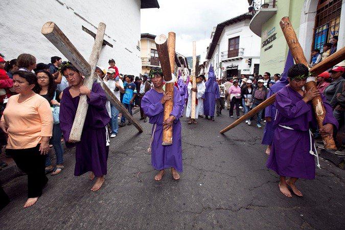 En el Centro Histórico de Quito se realizó la procesión de Jesús del Gran Poder. Foto: Ministerio de Turismo.