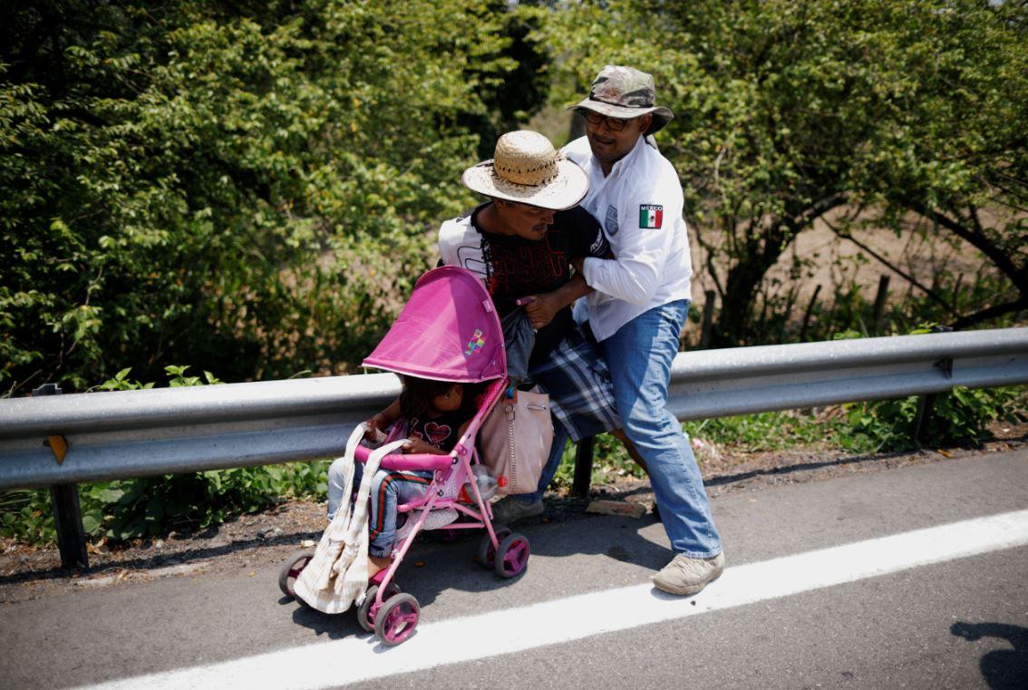 El Instituto Nacional de Migración (Inami) de México detuvo el lunes a unos 300 migrantes que se dirigían hacia el norte del país para alcanzar Estados Unidos. Foto: Reuters.