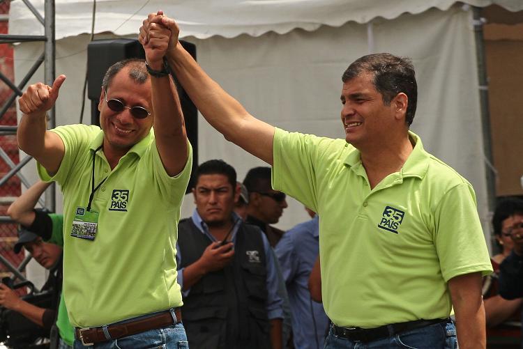 Fiscalía investiga vínculos de expresidente Correa con constructora Odebrecht