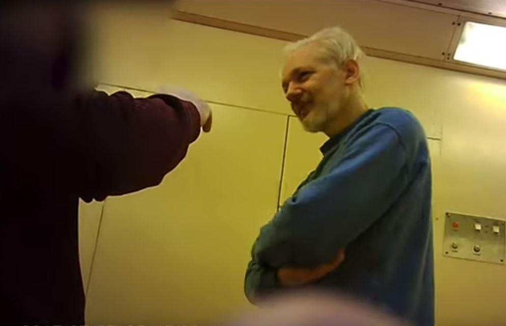 Reino Unido firma extradición de Assange