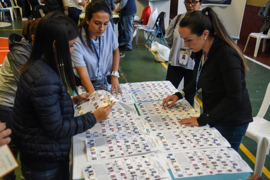 Ciudad de Guatemala.- Miembros de la Corte Suprema de Guatemala se hicieron cargo del conteo de votos.