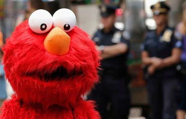 'Elmo' detenido en Nueva York por tocar a turista de 14 años