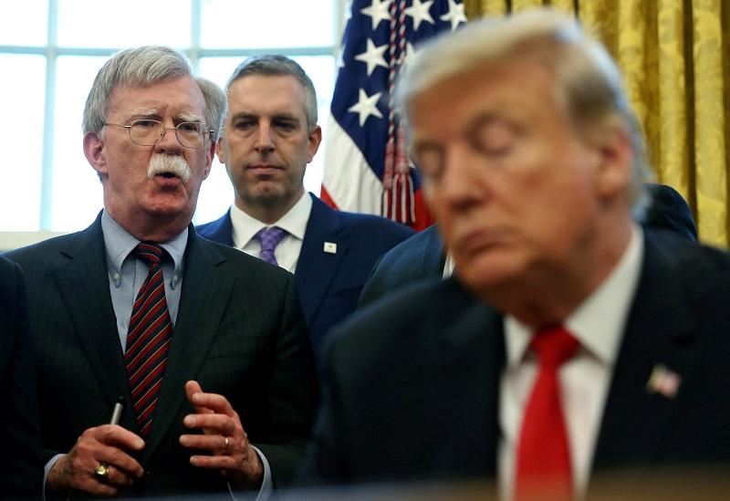 Donald Trump despide a su asesor más radical con Venezuela
