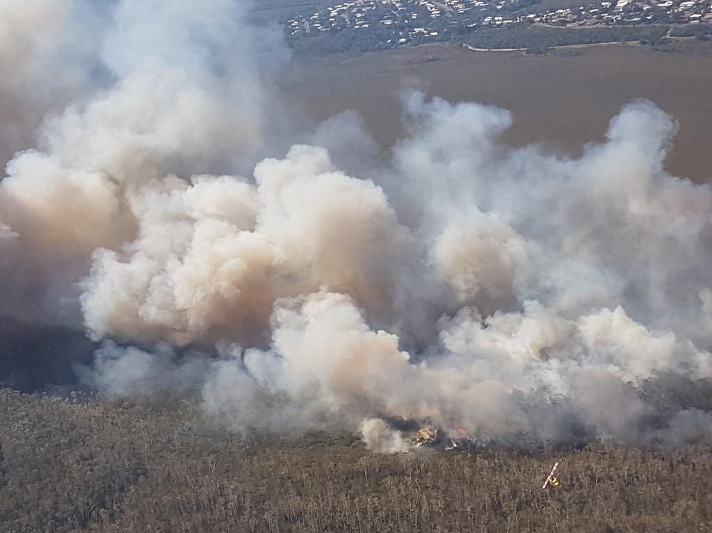 Foto aérea que muestra el tamaño de uno de los incendios en el sur de Queensland, Australia. Foto: AFP.