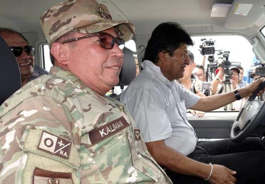 Evo Morales y Williams Kaliman durante un recorrido.