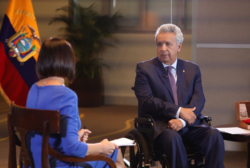 El presidente Lenín Moreno es entrevistado por medios internacionales en Madrid. Foto: Presidencia.