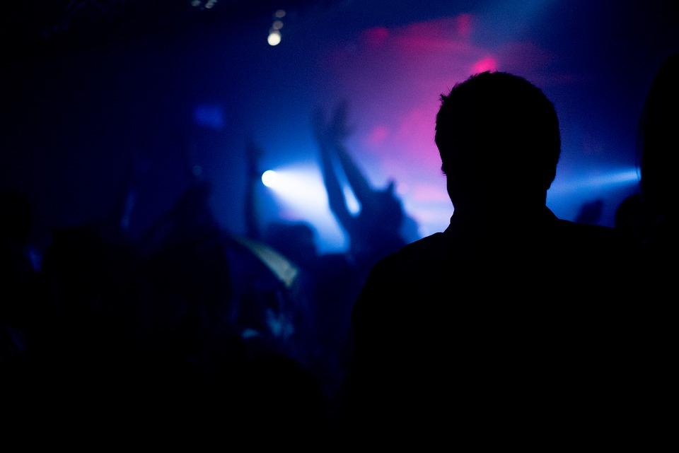 Julissa A. fue filmada al interior del centro de diversión nocturno. Foto referencial: Pixabay